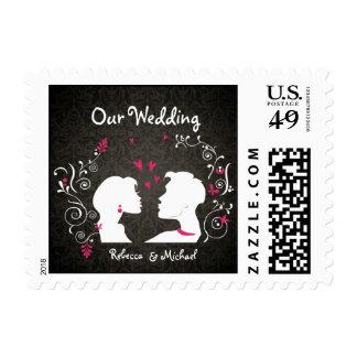 """La novia y el novio """"fruncen encima"""" de nuestro timbres postales"""