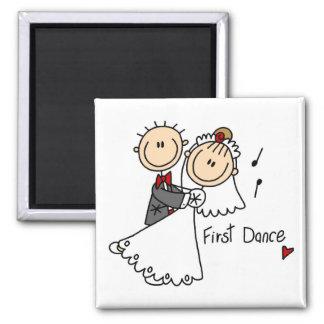 La novia y el novio primero bailan las camisetas y imán cuadrado