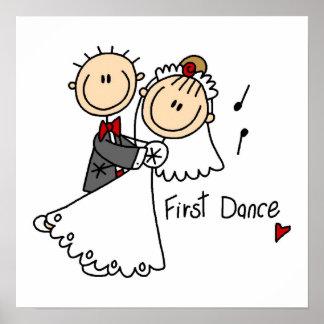 La novia y el novio primero bailan las camisetas y impresiones