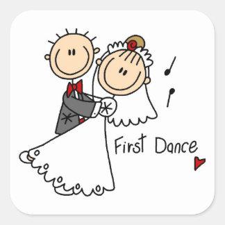 La novia y el novio primero bailan las camisetas y pegatina cuadrada