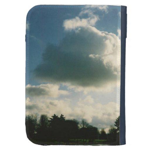 La nube bonita del cielo azul enciende la caja