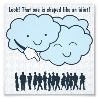 La nube imita el dibujo animado divertido de las f fotografías
