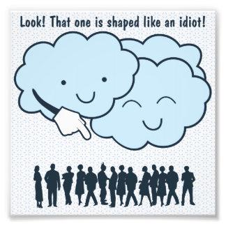 La nube imita el dibujo animado divertido de las f fotos