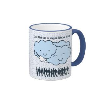 La nube imita el dibujo animado divertido de las taza de dos colores