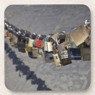 """la nueva tradición de """"cerraduras del amor"""" ató ce posavaso"""