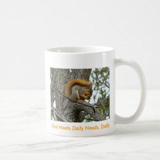 La nuez que come la ardilla, dios cubre las necesi taza de café