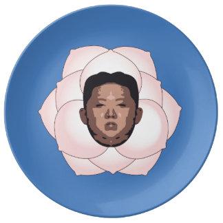 La O.N.U de Kim Jong en magnolia en azul Platos De Cerámica