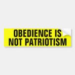La obediencia no es patriotismo etiqueta de parachoque