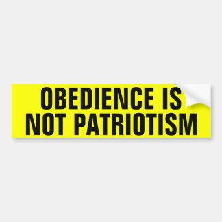 La obediencia no es patriotismo pegatina para coche