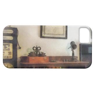 La oficina del oculista con el diploma iPhone 5 fundas