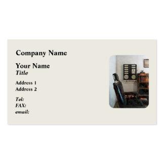 La oficina del oculista con la carta de ojo plantilla de tarjeta de negocio