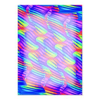 """La onda brillante colorida del arco iris tuerce invitación 5"""" x 7"""""""