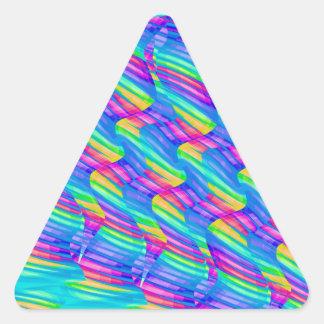 La onda colorida del arco iris de la turquesa pegatina triangular