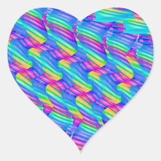 La onda colorida del arco iris de la turquesa pegatina en forma de corazón