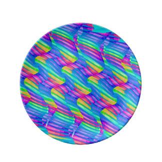 La onda colorida del arco iris de la turquesa tuer plato de cerámica