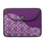 La onda púrpura de la inicial de encargo del monog funda macbook pro