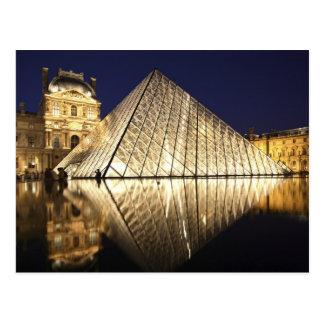 La opinión de la noche de la pirámide de cristal d postal