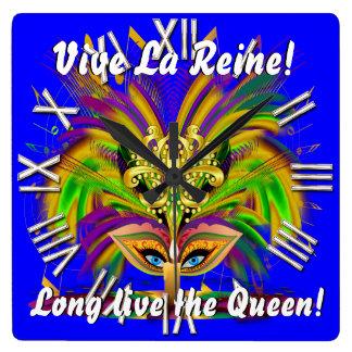 La opinión de la reina del carnaval observa por fa reloj cuadrado