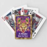 La opinión del comodín del bufón del carnaval hace baraja cartas de poker