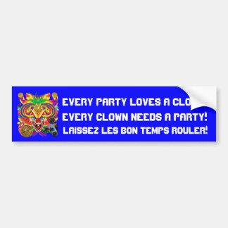 La opinión del payaso del carnaval observa por fav etiqueta de parachoque
