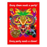 La opinión del payaso del carnaval observa por postal