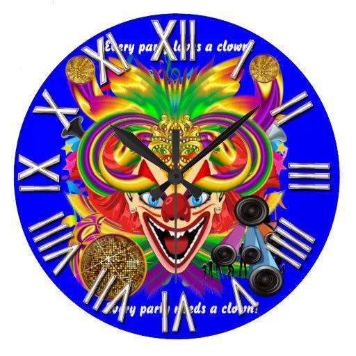 La opinión del payaso del fiesta del carnaval hace reloj de pared