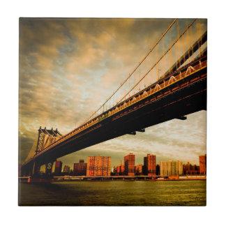 La opinión del puente de Manhattan del lado de Bro Azulejo Cuadrado Pequeño