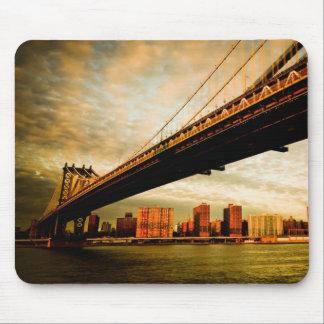La opinión del puente de Manhattan del lado de Bro Mousepad