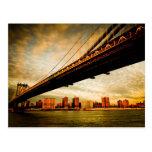 La opinión del puente de Manhattan del lado de Bro Postales