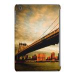 La opinión del puente de Manhattan del lado de Funda De iPad Mini