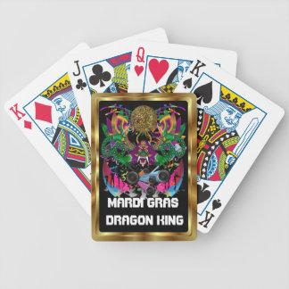 La opinión del rey carnaval del dragón observa por baraja de cartas bicycle