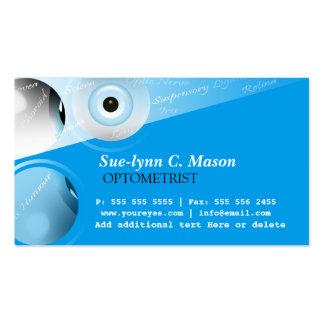 La optometría del optometrista observa la tarjeta tarjetas de visita