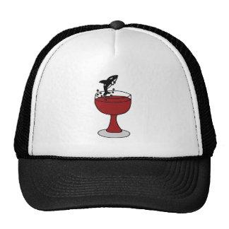 La orca que salta en copa de vino roja gorro de camionero