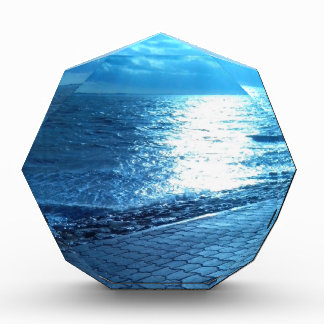 La orilla de mar, foto azul de la naturaleza de la