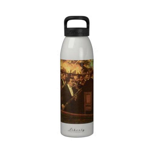 La orquesta de la ópera cerca desgasifica, botella de agua reutilizable