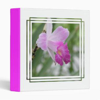 La orquídea mecanografía la carpeta