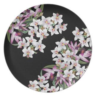 La orquídea tropical florece la placa floral de la platos de comidas