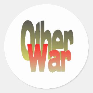 la otra guerra pegatina redonda