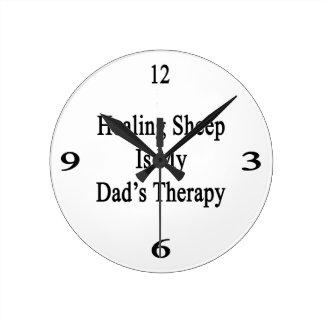 La oveja curativa es la terapia de mi papá relojes