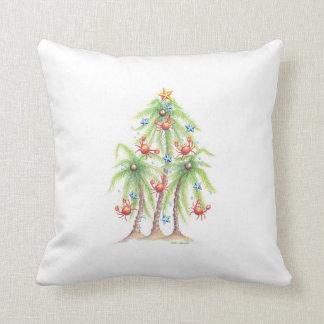 La palmera tropical con el cangrejo adorna la cojín