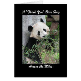 La panda le agradece abrazo de oso a través de la felicitaciones