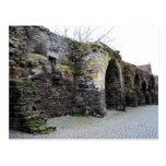 La pared romana vieja de la ciudad tarjetas postales