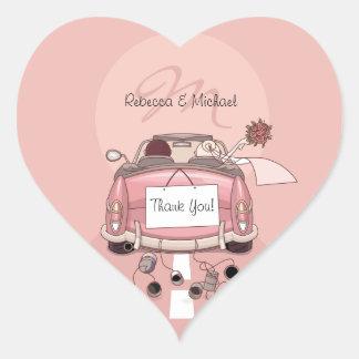 La partida rosada linda de la novia y del novio le pegatina en forma de corazón