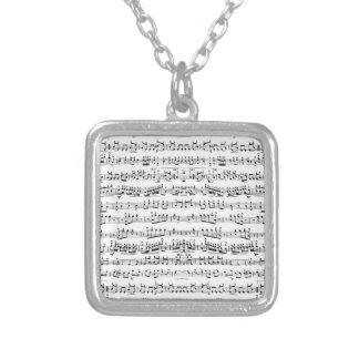 La partitura retra del piano observa el modelo colgante cuadrado