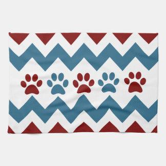 La pata azul roja del perrito de Chevron imprime Toallas De Mano