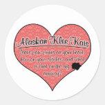 La pata de Alaska de Klee Kai imprime humor del Pegatina Redonda