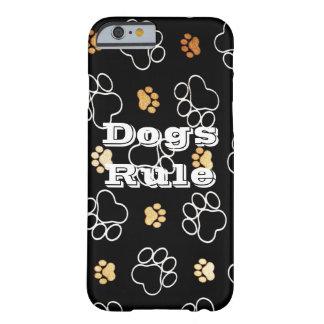 La pata de la regla de los perros imprime los funda de iPhone 6 barely there