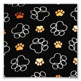 La pata del perrito del perro imprime negro y el fotografías