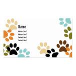 La pata del perro imprime la tarjeta de visita