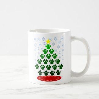 La pata imprime la taza del árbol de navidad